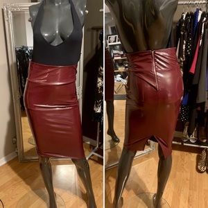 📌BRAND NEW WITH TAG! Burgundy skirt.